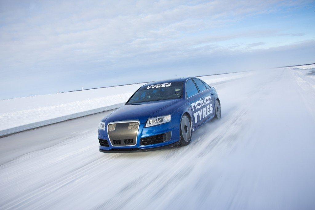 Audi RS6 mit über 335 km/h auf Eis