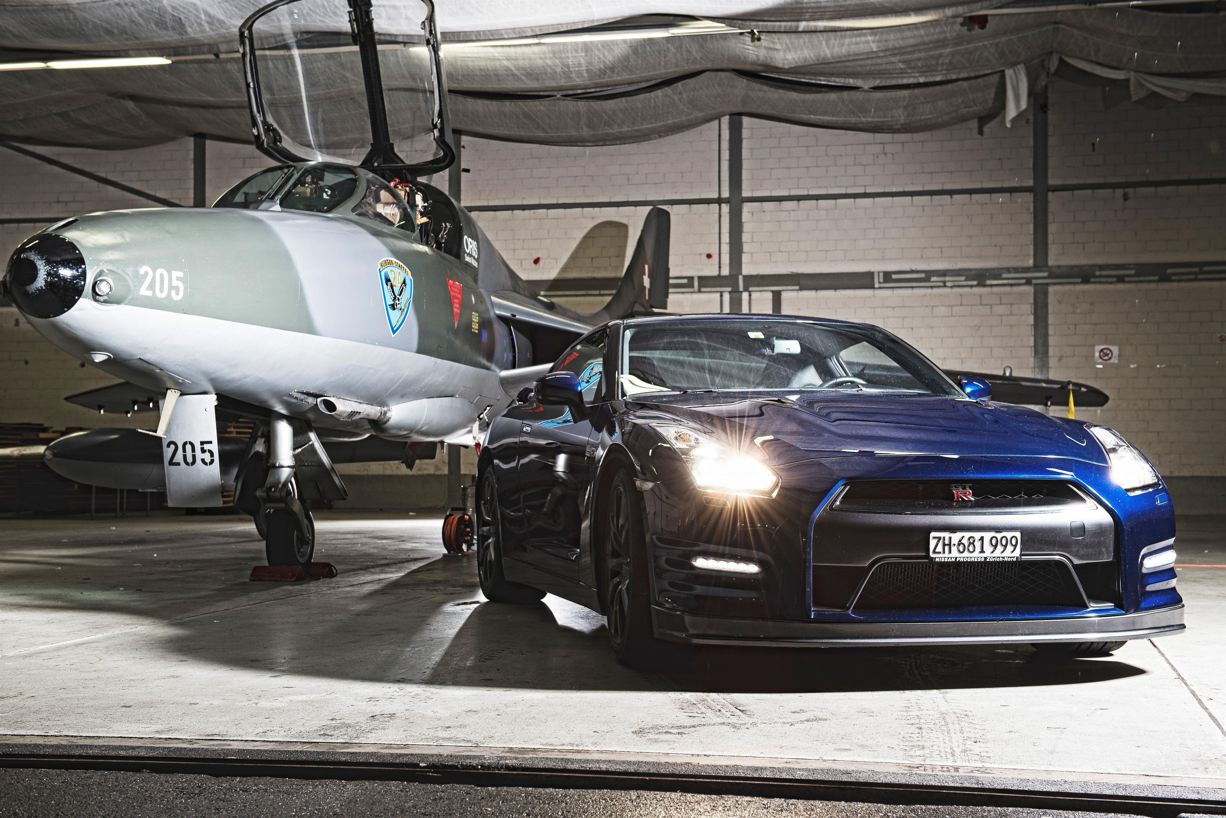 Nissan GTR gegen Düsenjet