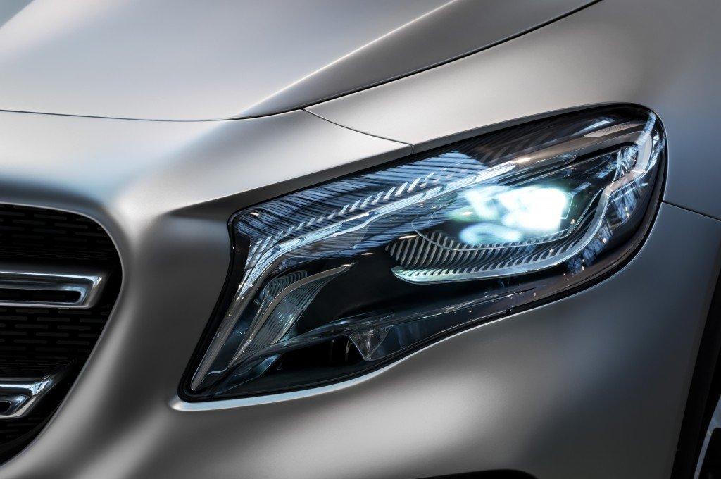 Mercedes-Benz GLA Concept Beamer
