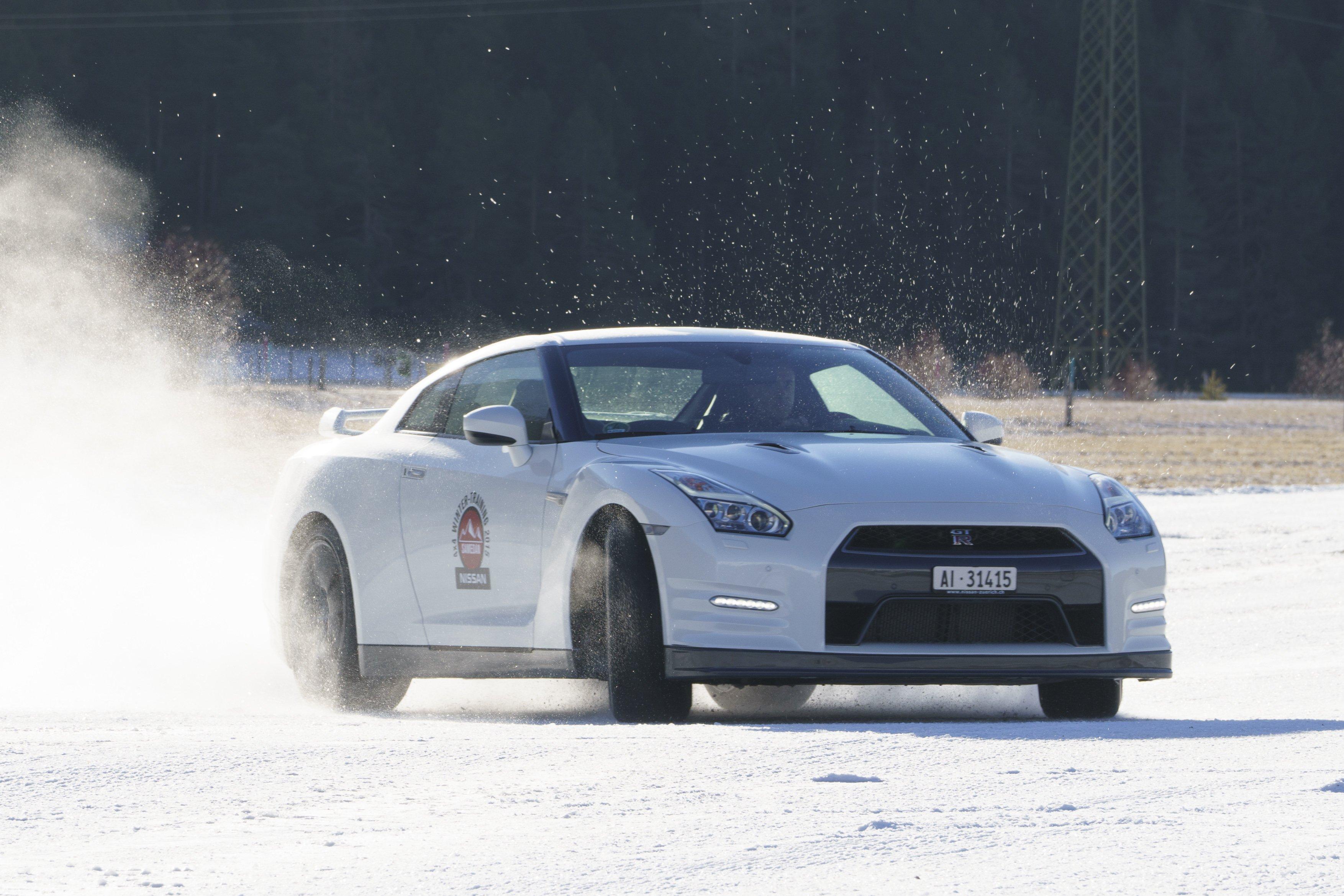 Nissan GT-R auf Schnee