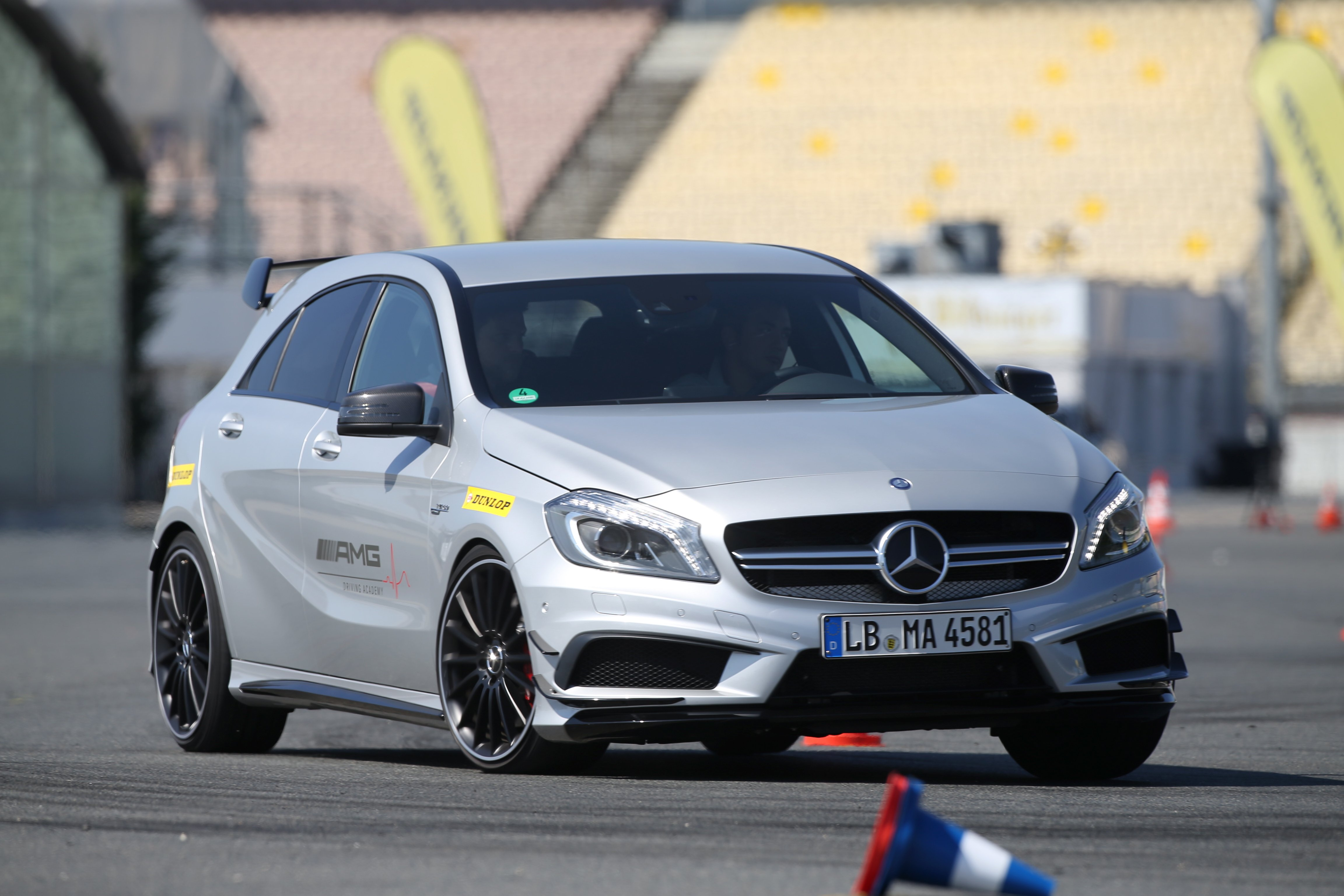 Dunlop x AMG Driving Academy