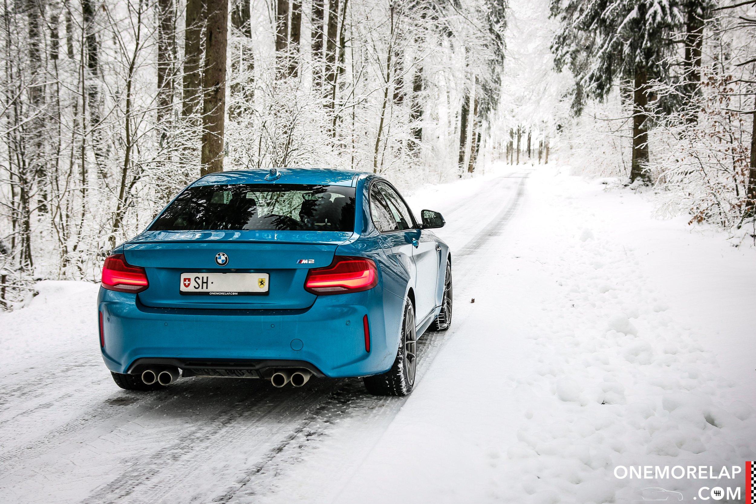 BMW M2 Schnee