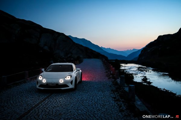 Roadtrip & Fahrbericht: Alpine A110 Pure – Nacht der Pässe